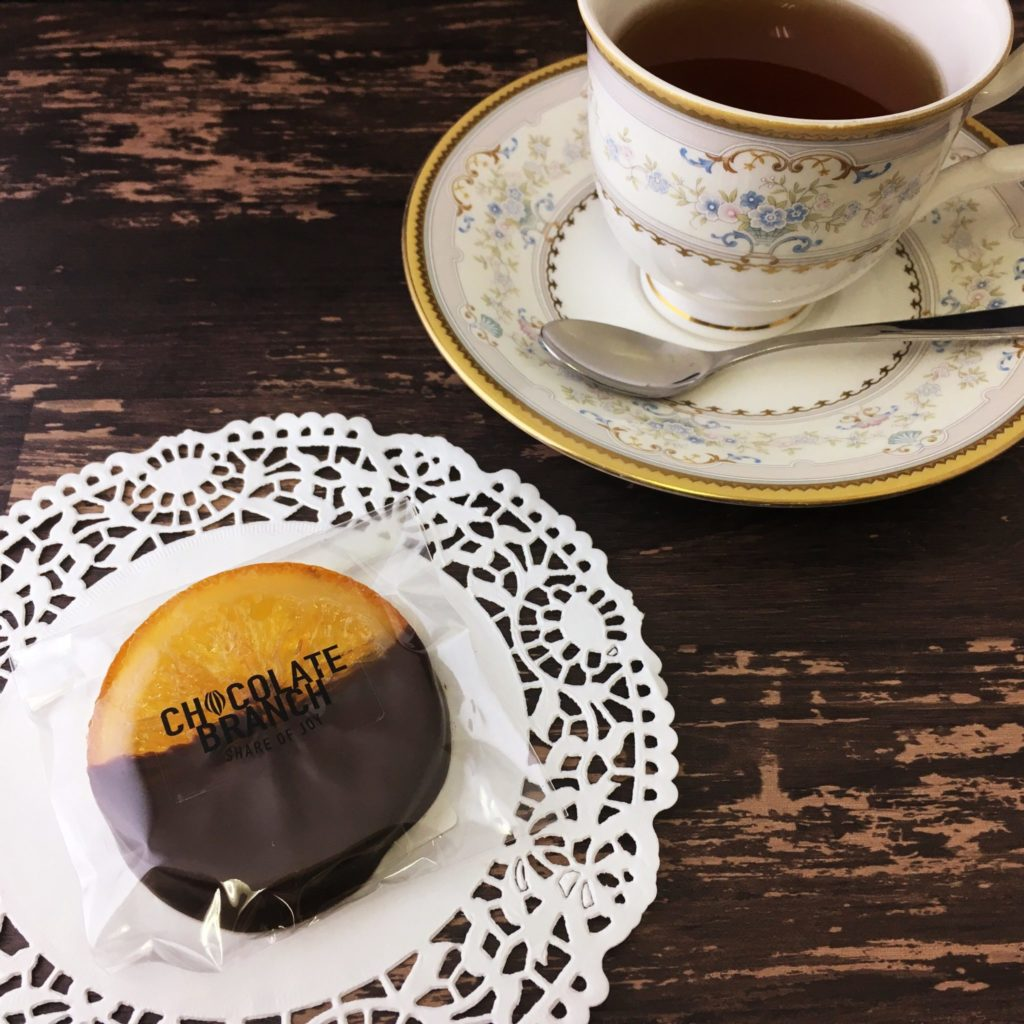 オレンジのコンフィのチョコレート 紅茶